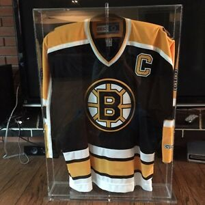 Joe Thornton authenticity signed jersey with case