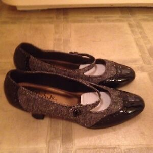 New black and tweed life stride dress shoe size 8-$8