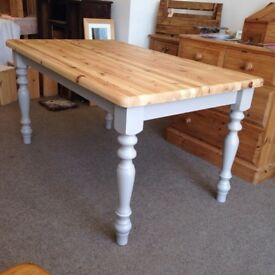 Solid pine dining table 5ft x 3ft