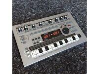 ROLAND MC303 GrooveBox