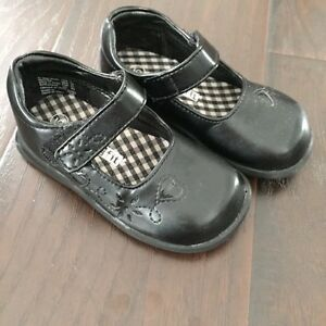 Toddler size 2-6 sandals, runners and slippers Kitchener / Waterloo Kitchener Area image 2