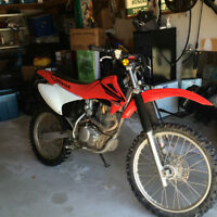 nice clean dirt bike