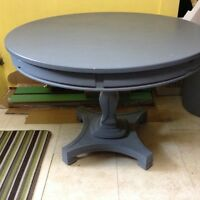 Vintage round pedestal table w 2 extensions