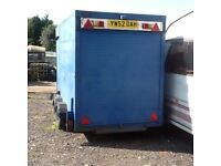 Box trailer with brakes