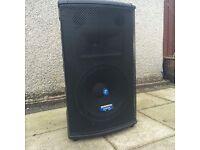 2 Mackie active speakers SR1521z