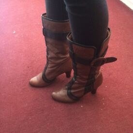 Wow these vintage look boots from shuck size 7