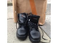 Goliath size 9 work boots