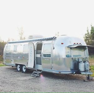 LOOKING FOR AIRSTREAM