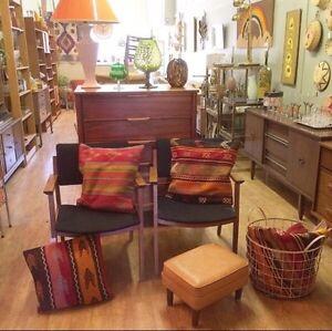 Época Haus: Vintage Turkish Kilim Rugs & Pillowcases