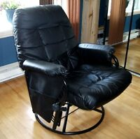 Grosse chaise pivotante en cuir