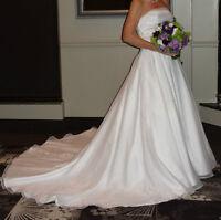 Beautiful Strapless Wedding gown & veil