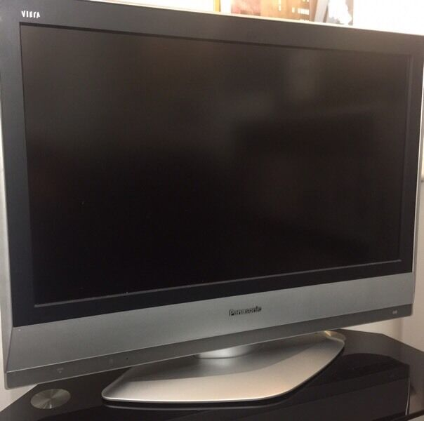 Panasonic viera TV HD ready LCD TX-32LXD60