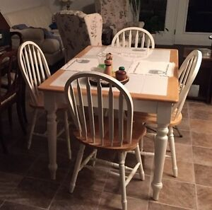 Solid wood kitchen table and 4 chairs in good condition