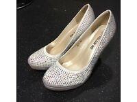 BRANDNEW stunning sparkly shoes 👠 xx