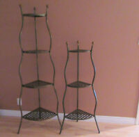 A SET OF 2 SHELVING UNITS. MADE IN METAL IN A WEAVE