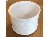 White Ceramic Plant Pot 20 x 24 cm