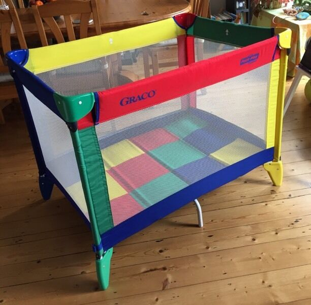 graco pack 39 n 39 play compact travel cot in urmston manchester gumtree. Black Bedroom Furniture Sets. Home Design Ideas