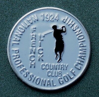 THE FAKE COPY IS ON THE LEFT - NOTE THE SPELLING MISTAKE 'COUNIRY CLUB'