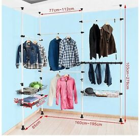 Telescopic hanging rail for clothing