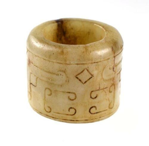 CHINESE MING DYNASTY WHITE JADE THUMB RING