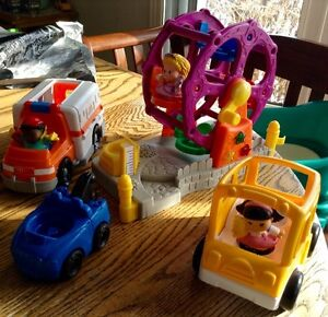 LOT DE 7 FISHER PRICE LITTLE PEOPLE ANNÉE 2000 COMME NEUF Gatineau Ottawa / Gatineau Area image 1