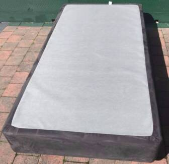 Excellent condition king single bed base for sale. Delivery avail