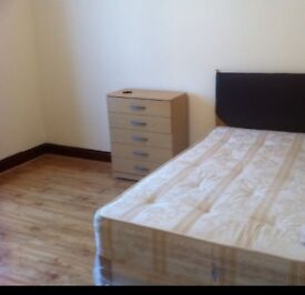 KING SIZE DOUBLE ROOM & VERY LARGE SINGLE ROOM TO LET