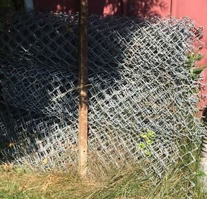 120' heavy galvanized fence, 2 10' gates, T-posts & hardware