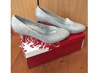 Ladies shoes, silver, size 4