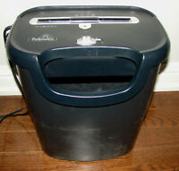 Fellowes paper shredder; Model P-57C - 8 sheets 1 credit card