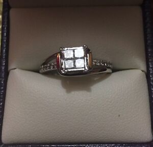 ENGAGEMENT RING- PERFECTLY NEW