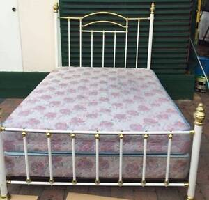 Excellent Metal Frame QUEEN BED (3 pieces) .Delivery Available Kingsbury Darebin Area Preview