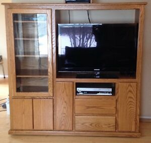 SOLID OAK ENTERTAINMENT UNIT.