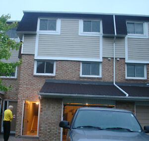 @@@ 3 Bedroom Town House Home Garage Basement - Greenhill