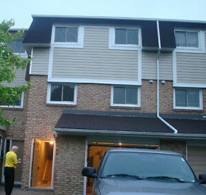 3 Bedroom Town House Home Garage Basement - Stoney Creek