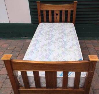 Good condition wooden frame single bed with Sleep Maker mattres