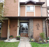 LIVE IN GARDEN CITY - STUNNING UPGRADED TOWNHOUSE!