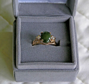 Faceted Green Emerald Glass and Rhinestone Ladies Ring (Size 7)