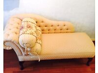 Sitting antique couch/ sofa