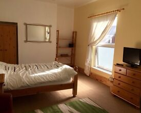 Large Double room available in Newly Refurbished House, No Deposit