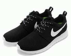 Nike Roshe Run Black and White Size 10