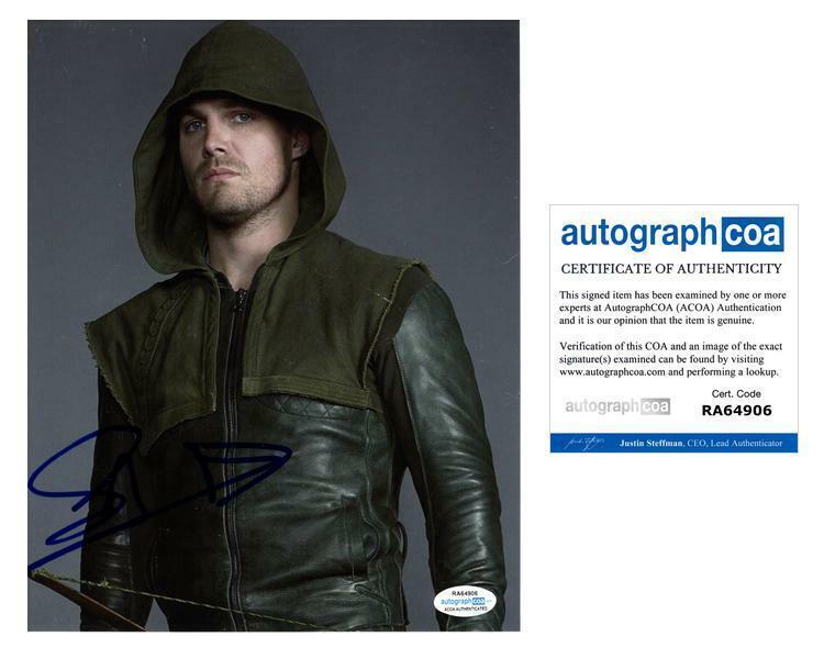 ARROW Stephen Amell Autographed Signed 8x10 Photo ACOA