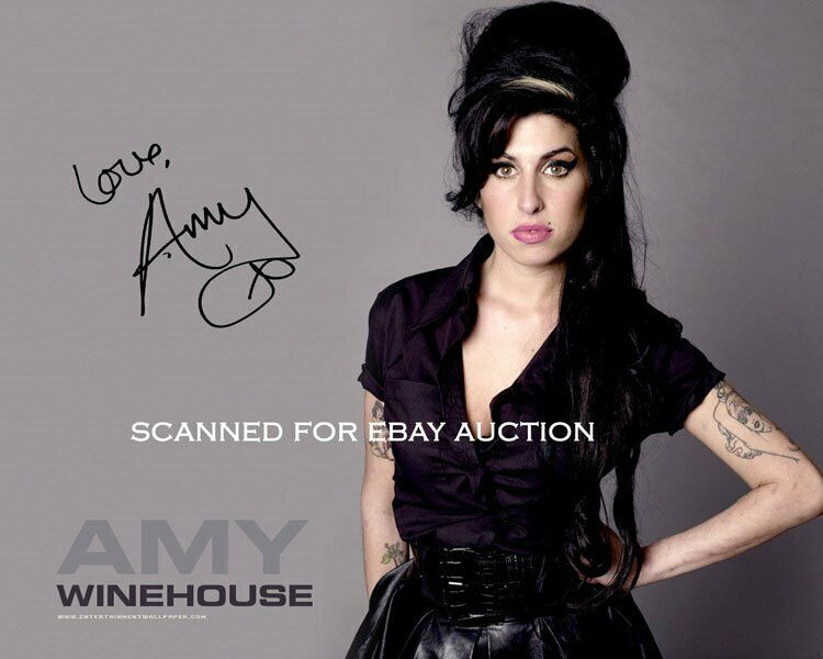 AMY WINEHOUSE *SIGNED* AUTO REPLICA 8x10 PHOTO *REHAB*