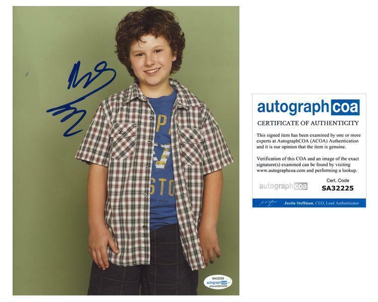 "Nolan Gould ""Modern Family"" AUTOGRAPH Signed 'Luke Dunphy' 8x10 Photo ACOA"
