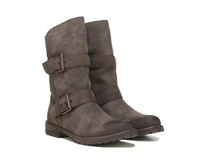 Excellent condition. US Size 7. Women's boots from Roxy
