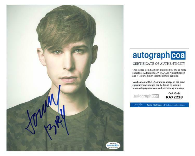 "Tommy Dorfman ""13 Reasons Why"" AUTOGRAPH Signed 8x10 Photo C ACOA"