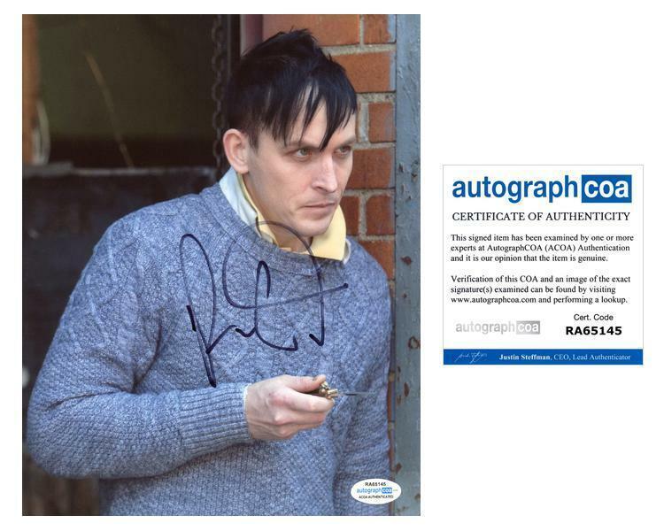 "Robin Taylor ""Gotham"" AUTOGRAPH Signed 8x10 Photo J ACOA"