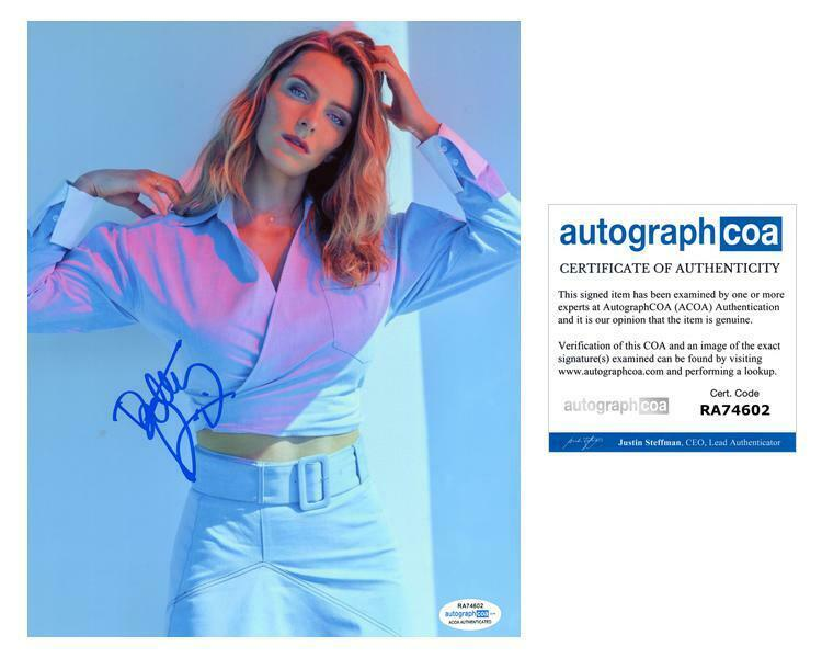 "Betty Gilpin ""Glow"" AUTOGRAPH Signed 8x10 Photo ACOA"