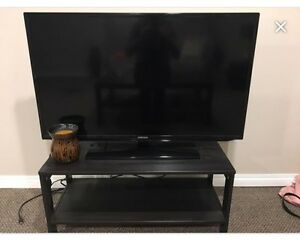 """32"""" Samsung TV and Stand"""