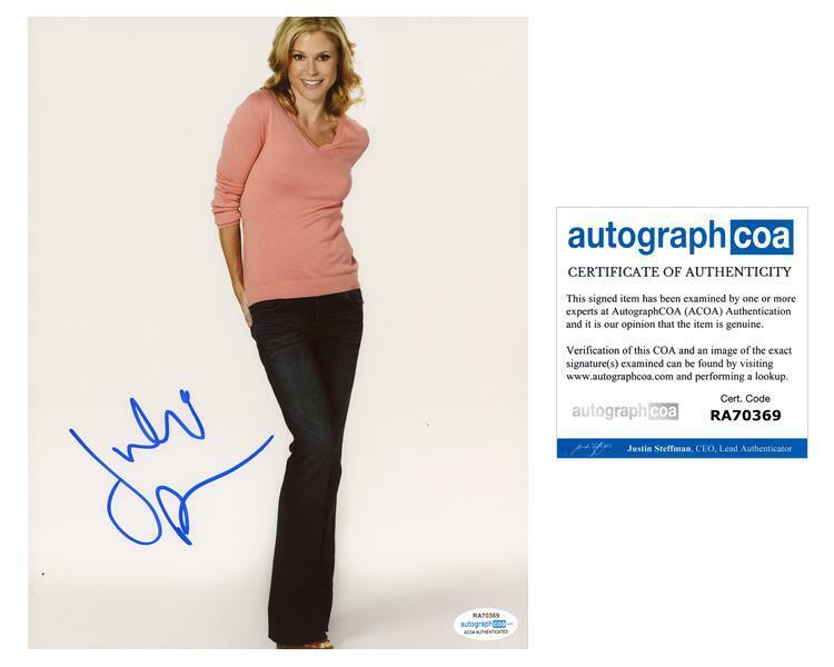 "Julie Bowen ""Modern Family"" AUTOGRAPH Signed 8x10 Photo ACOA"